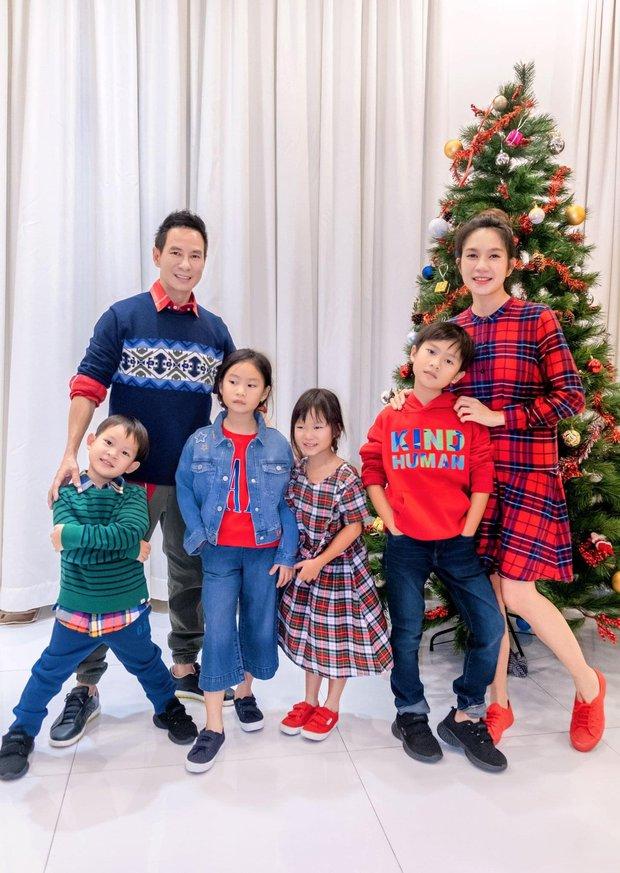 Sao Vbiz đón Noel: Dinh thự nhà Cường Đô La - Lan Khuê lên đồ hoành tráng, Hà Tăng mở tiệc sang, Hoàng Oanh vỡ oà ở Singapore - Ảnh 12.