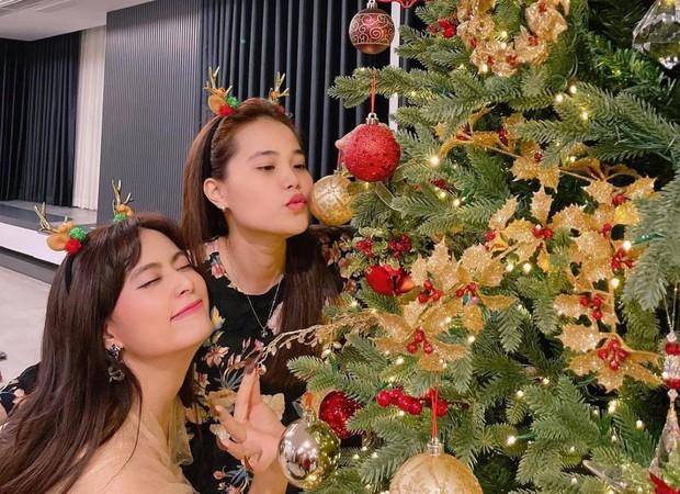 Sao Vbiz đón Noel: Dinh thự nhà Cường Đô La - Lan Khuê lên đồ hoành tráng, Hà Tăng mở tiệc sang, Hoàng Oanh vỡ oà ở Singapore - Ảnh 14.