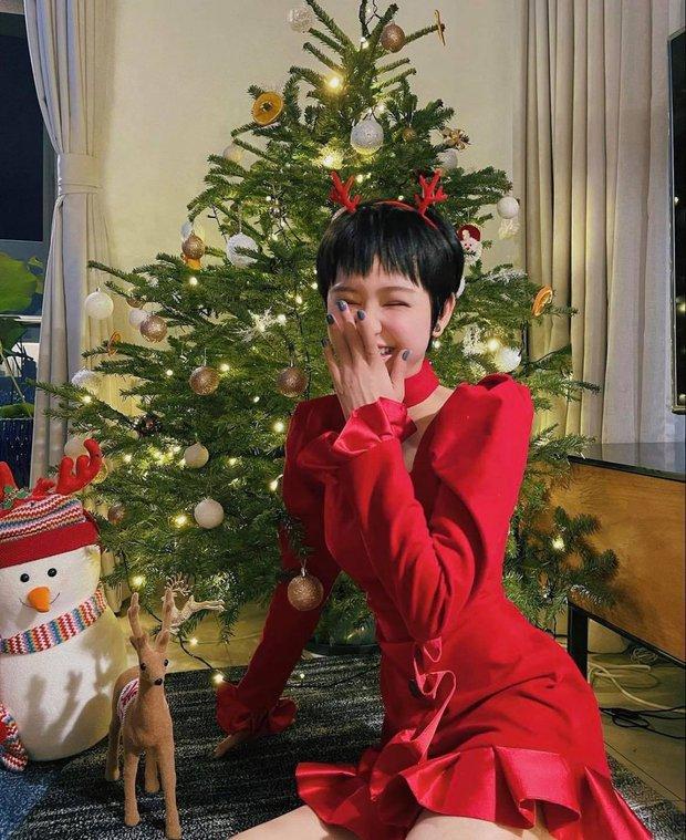 Sao Vbiz đón Noel: Dinh thự nhà Cường Đô La - Lan Khuê lên đồ hoành tráng, Hà Tăng mở tiệc sang, Hoàng Oanh vỡ oà ở Singapore - Ảnh 18.