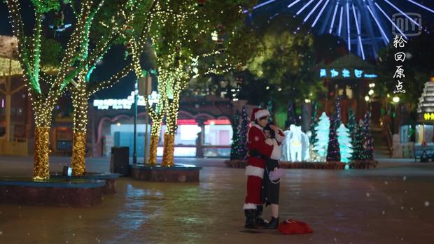 5 cặp đôi Hoa ngữ dưới trời tuyết Giáng sinh: Triệu Lệ Dĩnh - Cúc Tịnh Y được ôm hôn siêu ấm, đến Diên Hi Công Lược là buồn ngang - Ảnh 2.