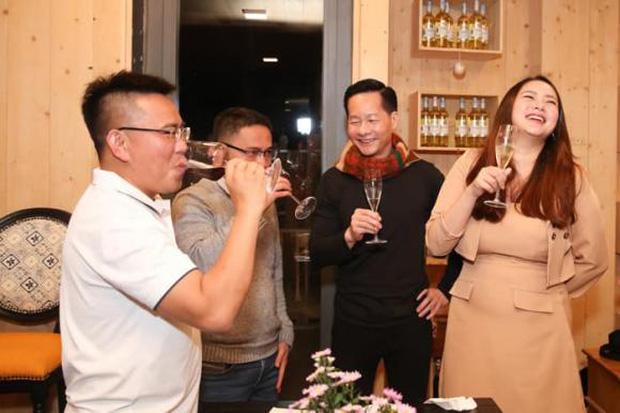 Phan Như Thảo và chồng đại gia tổ chức tiệc ở biệt thự Đà Lạt, tự tin diện váy bó nhưng lại bị netizen khẩu nghiệp - Ảnh 3.