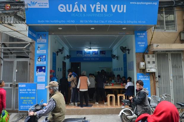 """Quán cơm đặc biệt 2 nghìn đồng ở Hà Nội: """"Mời cô, dì, chú, bác vào ăn cơm - Ảnh 1."""