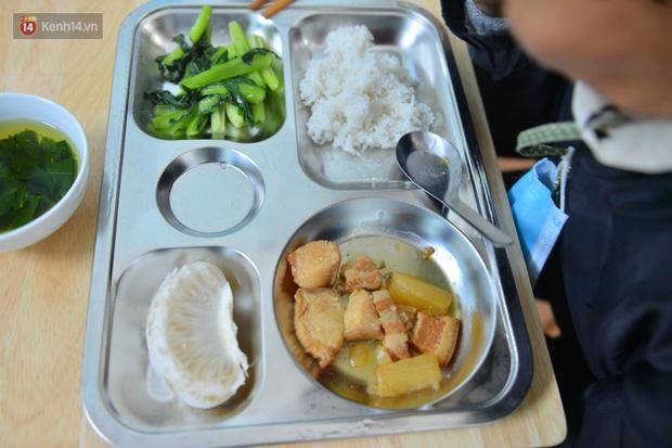 """Quán cơm đặc biệt 2 nghìn đồng ở Hà Nội: """"Mời cô, dì, chú, bác vào ăn cơm - Ảnh 9."""