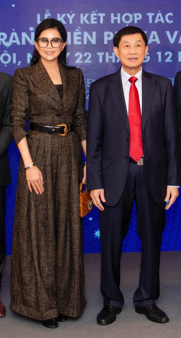Cả gia đình tỷ phú Johnathan Hạnh Nguyễn dự sự kiện, Tiên Nguyễn - Hiếu Nguyễn chiếm hết spotlight của 2 anh trai đình đám - Ảnh 7.