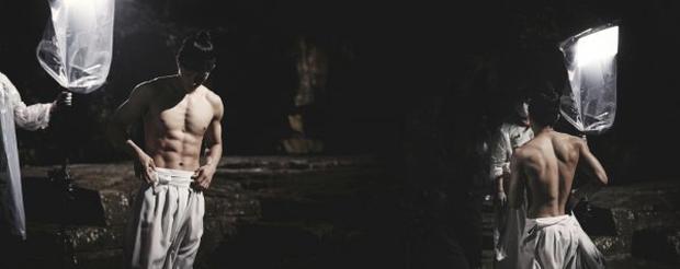 """Nam thần đẹp trai nhất Kpop 1 thời bỗng hot lại sau 1 đêm nhờ màn thoát xác, khoe body 6 múi """"xịt máu mũi"""" trong phim mới - Ảnh 6."""