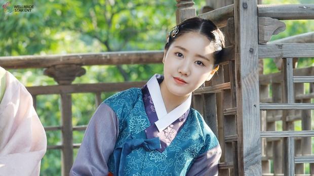 """Sao nhí xấc láo nhất Gia Đình Là Số 1 lột xác thành """"rich kid"""" Penthouse Jin Ji Hee: Đã dậy thì ngoạn mục còn có thành tích khủng ở trường danh giá - Ảnh 14."""