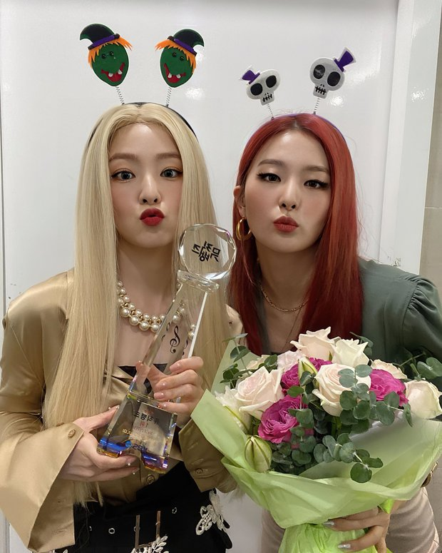 Nghệ sĩ Kpop lần đầu giành cúp trong năm 2020: Boygroup nhà SM sau 4 năm mới chiến thắng, tân binh ngang ngược vừa debut đã ẵm cúp - Ảnh 4.
