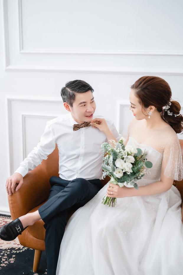 """Trọn bộ ảnh cưới của NS Công Lý và bạn gái kém 15 tuổi: Cô dâu nhan sắc rạng ngời, """"Cô Đẩu"""" tạo dáng cực lầy - Ảnh 4."""