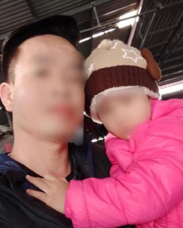 Vụ bé 3 tuổi bị bỏ rơi trước cửa nhà dân giữa trời giá lạnh: Cháu bé ít nói, hỏi gì cũng ú ớ, được mọi người phát hiện nhưng không khóc - Ảnh 1.