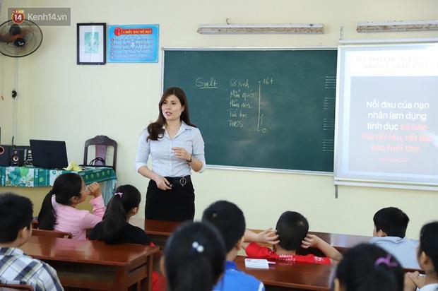 10 năm và 5 thay đổi lớn của giáo dục Việt Nam: Sổ liên lạc đi vào dĩ vãng, không còn cảnh cha mẹ đưa con lên thành phố thi Đại học - Ảnh 10.