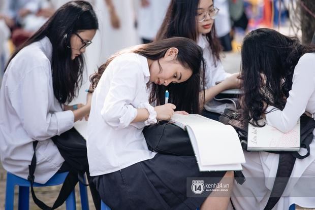 10 năm và 5 thay đổi lớn của giáo dục Việt Nam: Sổ liên lạc đi vào dĩ vãng, không còn cảnh cha mẹ đưa con lên thành phố thi Đại học - Ảnh 17.