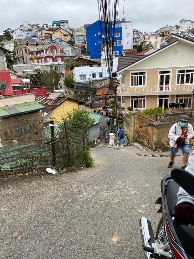 Clip 4 người suýt ngã nhào trên con dốc nổi tiếng là nguy hiểm ở Đà Lạt, khiến dân mạng một lần nữa khẳng định ai vượt qua chắc chắn là tay lái rất xịn! - Ảnh 5.