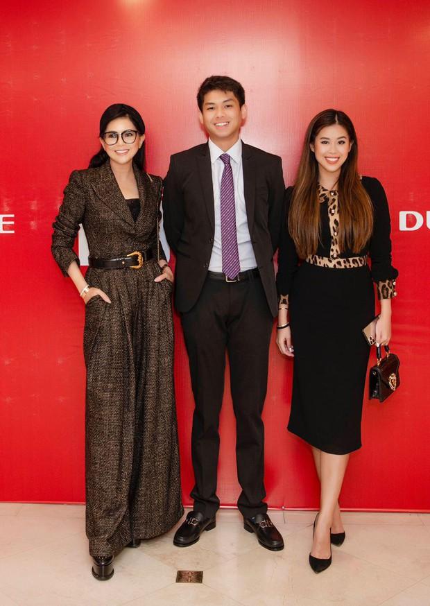 Cả gia đình tỷ phú Johnathan Hạnh Nguyễn dự sự kiện, Tiên Nguyễn - Hiếu Nguyễn chiếm hết spotlight của 2 anh trai đình đám - Ảnh 6.