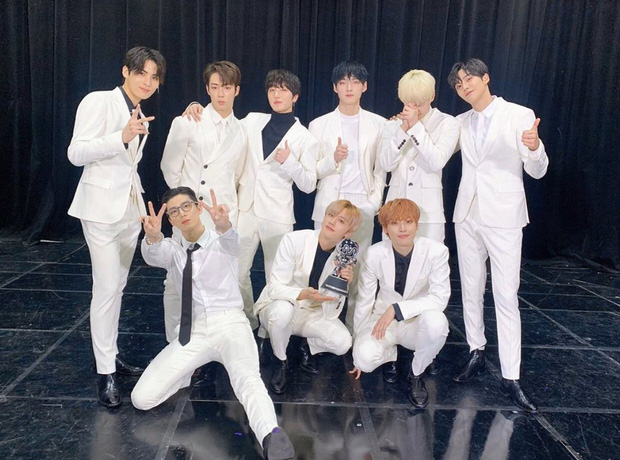 Nghệ sĩ Kpop lần đầu giành cúp trong năm 2020: Boygroup nhà SM sau 4 năm mới chiến thắng, tân binh ngang ngược vừa debut đã ẵm cúp - Ảnh 11.