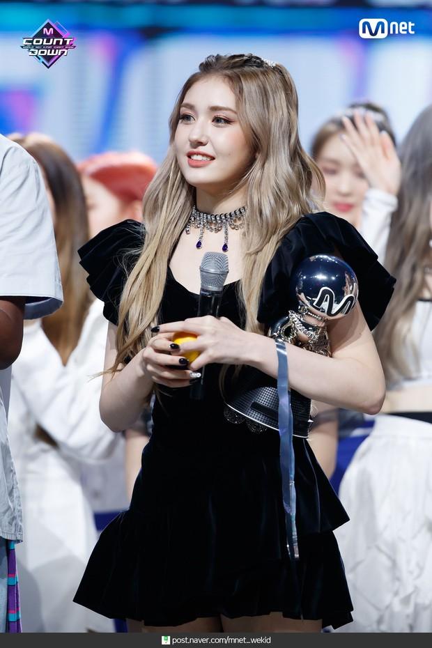 Nghệ sĩ Kpop lần đầu giành cúp trong năm 2020: Boygroup nhà SM sau 4 năm mới chiến thắng, tân binh ngang ngược vừa debut đã ẵm cúp - Ảnh 9.