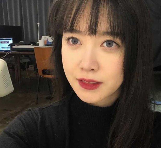 Goo Hye Sun gây sốc với hành động cầm búa đập điện thoại tan tành, dân tình tranh cãi nảy lửa vì nguyên nhân đằng sau - Ảnh 5.