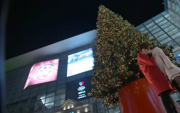 5 cặp đôi Hoa ngữ dưới trời tuyết Giáng sinh: Triệu Lệ Dĩnh - Cúc Tịnh Y được ôm hôn siêu ấm, đến Diên Hi Công Lược là buồn ngang - Ảnh 8.