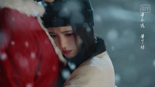 5 cặp đôi Hoa ngữ dưới trời tuyết Giáng sinh: Triệu Lệ Dĩnh - Cúc Tịnh Y được ôm hôn siêu ấm, đến Diên Hi Công Lược là buồn ngang - Ảnh 3.