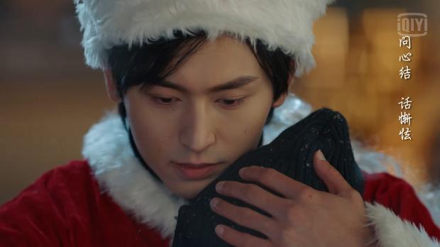 5 cặp đôi Hoa ngữ dưới trời tuyết Giáng sinh: Triệu Lệ Dĩnh - Cúc Tịnh Y được ôm hôn siêu ấm, đến Diên Hi Công Lược là buồn ngang - Ảnh 4.