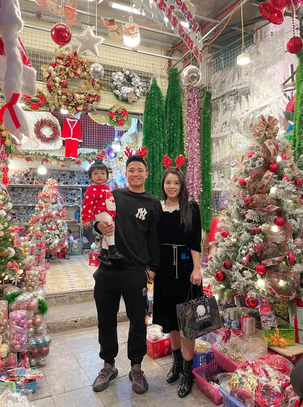 Dàn sao Vbiz nô nức đón Giáng sinh: Cặp đôi Hương Giang - Matt Liu, Trấn Thành - Hari Won hẹn hò lãng mạn, Chi Pu - Minh Hằng và dàn mỹ nhân lên đồ bốc lửa - Ảnh 25.
