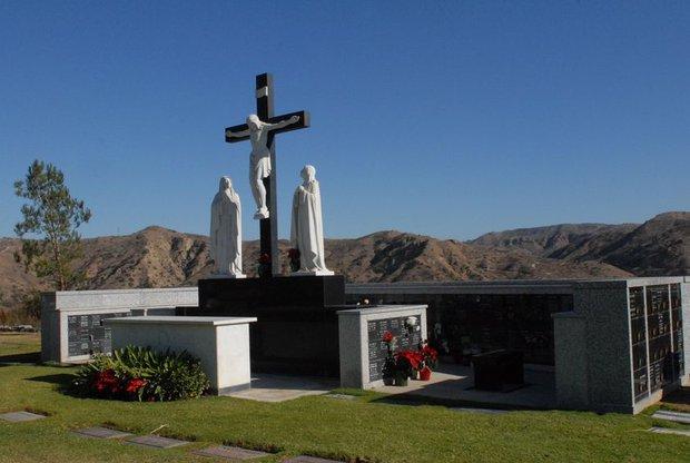 Quang cảnh đầy bình yên nơi an nghỉ cuối cùng của cố NS Chí Tài tại nghĩa trang Mỹ - Ảnh 3.