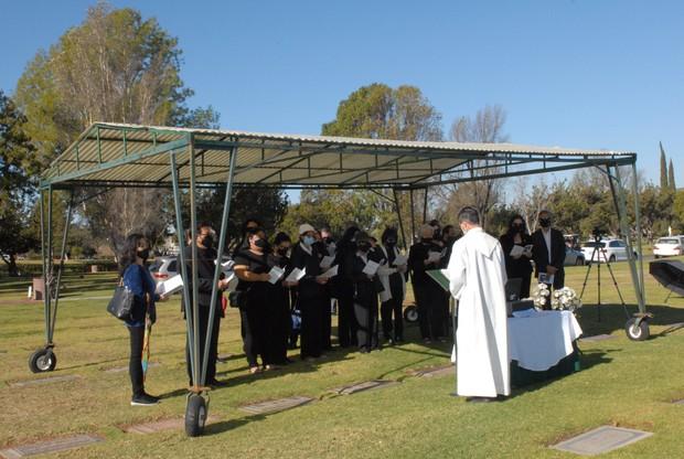 Quang cảnh đầy bình yên nơi an nghỉ cuối cùng của cố NS Chí Tài tại nghĩa trang Mỹ - Ảnh 5.