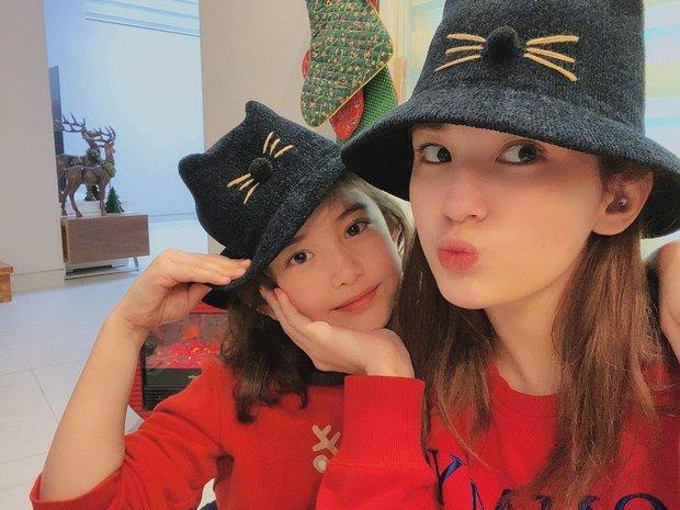 Style đón Giáng sinh đơn giản mà xinh xắn của sao Hàn, các nàng học được khối chiêu mặc đẹp đi chơi lễ - Ảnh 8.