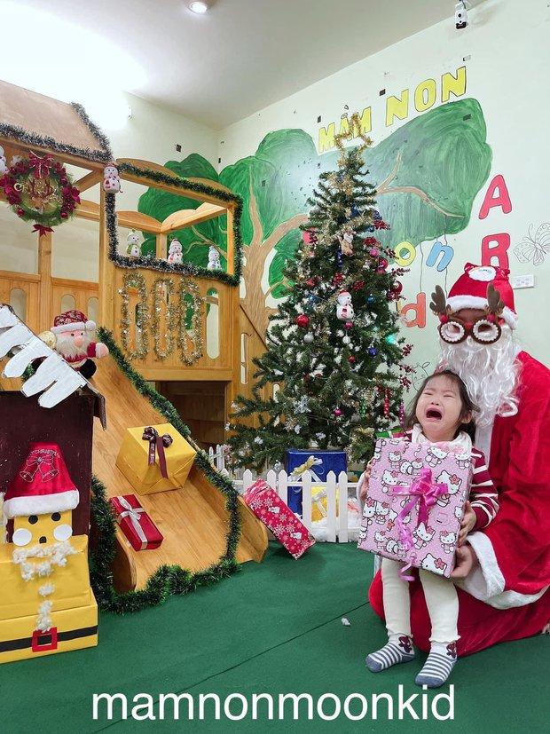 Các cháu mầm non khóc thét khi gặp mặt ông già Noel: Mặt mũi mếu máo, nước mắt giàn giụa trông đến tội nhưng vẫn buồn cười - Ảnh 4.