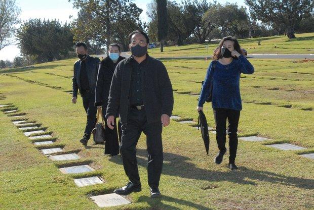 Quang cảnh đầy bình yên nơi an nghỉ cuối cùng của cố NS Chí Tài tại nghĩa trang Mỹ - Ảnh 4.