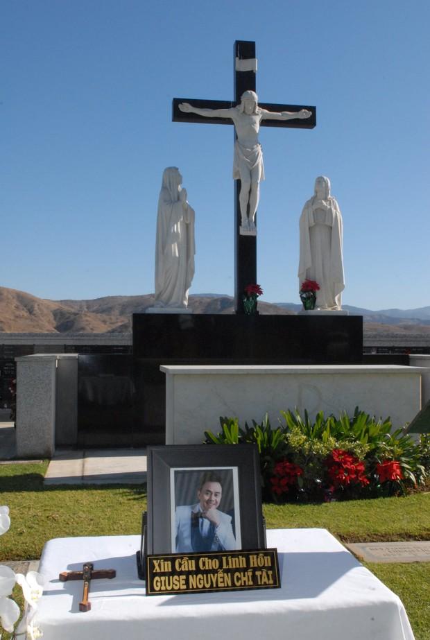 Quang cảnh đầy bình yên nơi an nghỉ cuối cùng của cố NS Chí Tài tại nghĩa trang Mỹ - Ảnh 2.