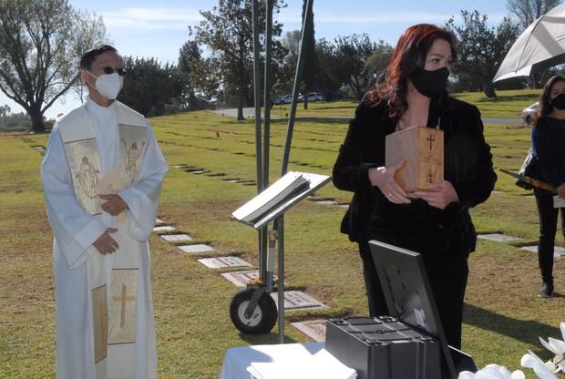 Quang cảnh đầy bình yên nơi an nghỉ cuối cùng của cố NS Chí Tài tại nghĩa trang Mỹ - Ảnh 8.