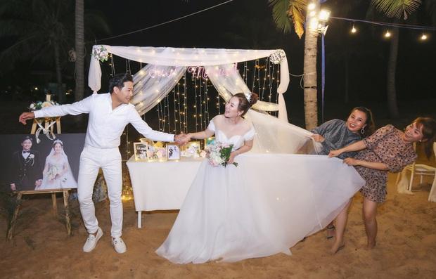 """Đám cưới Quý Bình và vợ doanh nhân ở Phú Quốc: Chú rể lái siêu xe đón bà xã, """"quẩy"""" hết mình tại địa điểm tổ chức đặc biệt - Ảnh 13."""