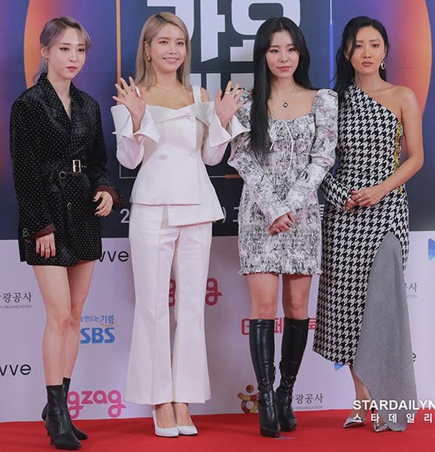 Sự kiện ám ảnh nhất năm 2019 SBS Gayo Daejun: Idol trượt ngã từ thảm đỏ đến sân khấu, Wendy gặp tai nạn kinh hoàng - Ảnh 2.