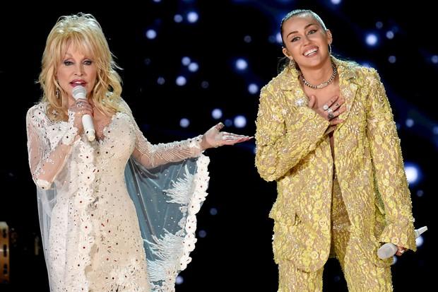 Mariah Carey, Ariana Grande, Miley Cyrus và Sam Smith đều ra bài mới đón Giáng sinh, cập nhật ngay cho list nhạc các bạn ơi! - Ảnh 7.