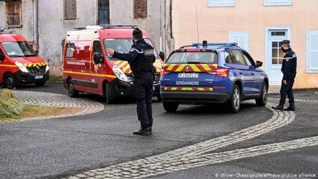 3 cảnh sát Pháp bị bắn chết khi giải cứu một phụ nữ bị bạo hành gia đình - Ảnh 1.