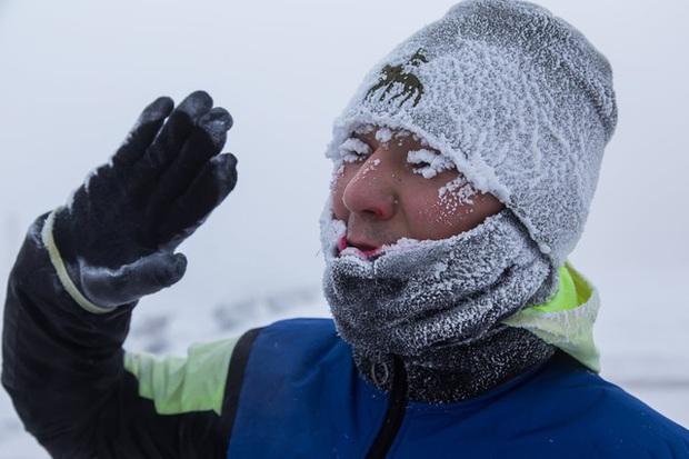 Bức ảnh cá cứng đơ xếp từng chồng bày bán ở chợ gây ngạc nhiên tột độ và sự thật về thành phố lạnh nhất thế giới, đóng băng cả lông mi và tóc - Ảnh 15.