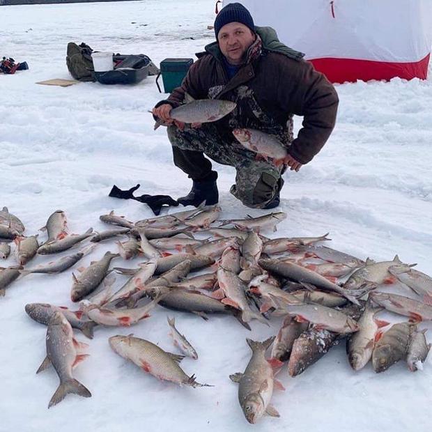 Bức ảnh cá cứng đơ xếp từng chồng bày bán ở chợ gây ngạc nhiên tột độ và sự thật về thành phố lạnh nhất thế giới, đóng băng cả lông mi và tóc - Ảnh 9.