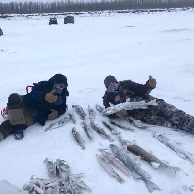 Bức ảnh cá cứng đơ xếp từng chồng bày bán ở chợ gây ngạc nhiên tột độ và sự thật về thành phố lạnh nhất thế giới, đóng băng cả lông mi và tóc - Ảnh 10.
