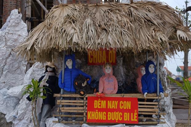 Nhà thờ Nam Định trang trí Giáng Sinh theo phong cách xuyên không: Cô Tấm mò cua không cần đi chơi và hàng loạt siêu phẩm khác - Ảnh 5.
