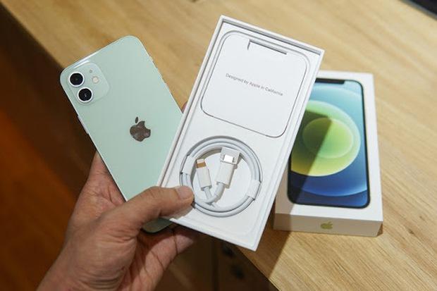 Những lý do sẽ khiến bạn nghĩ lại khi có ý định mua món phụ kiện xịn sò này cho iPhone 12 - Ảnh 6.