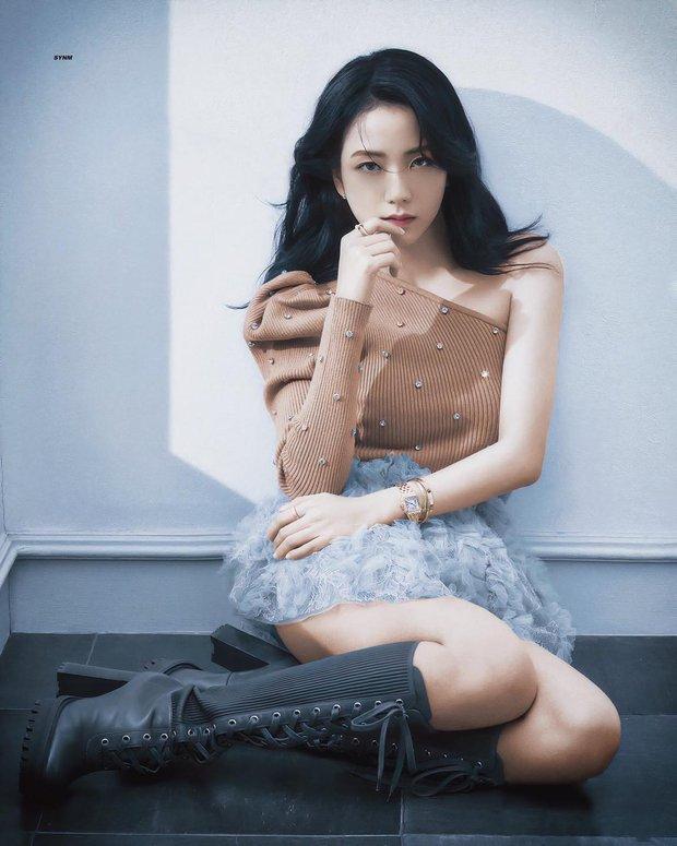 Jisoo chiều cao khiêm tốn nên giỏi đi cà kheo, leo lên toàn giày siêu cao gót khiến netizen chóng mặt - Ảnh 2.