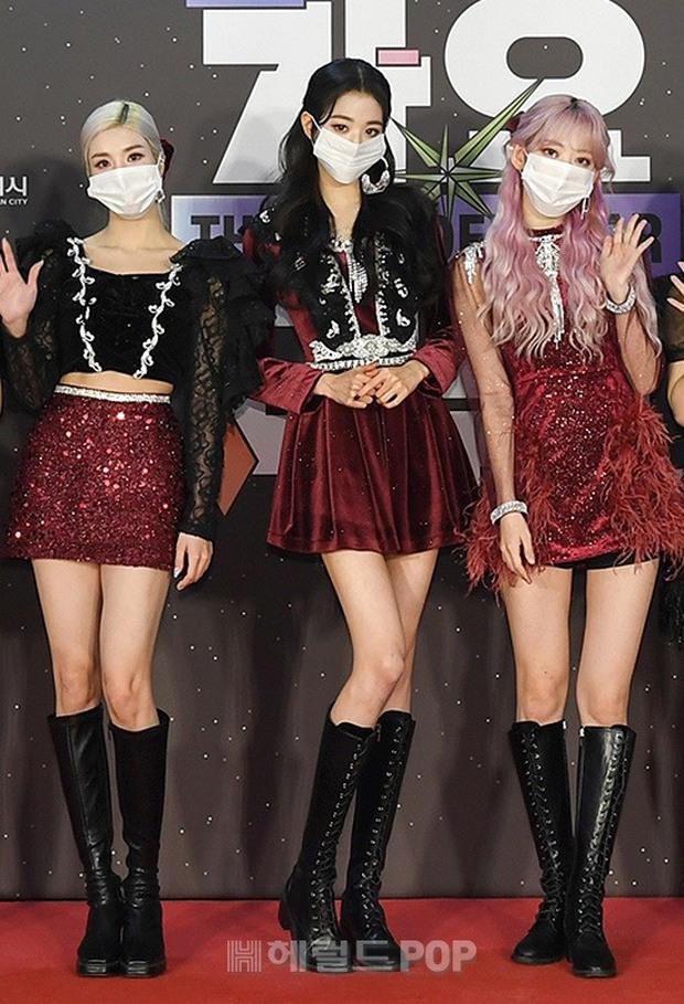 Thảm đỏ SBS Gayo Daejun 2020: aespa tiếp tục là thảm họa thời trang, RM (BTS) diện đồ thùng thình như... mượn của bố - Ảnh 19.