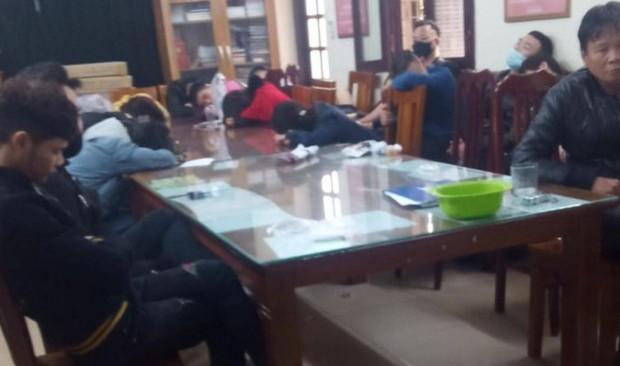 Hà Nội: Đột kích quán bar trên phố Hàng Tre đêm Noel, tạm giữ hơn 100 dân chơi phê ma tuý - Ảnh 1.