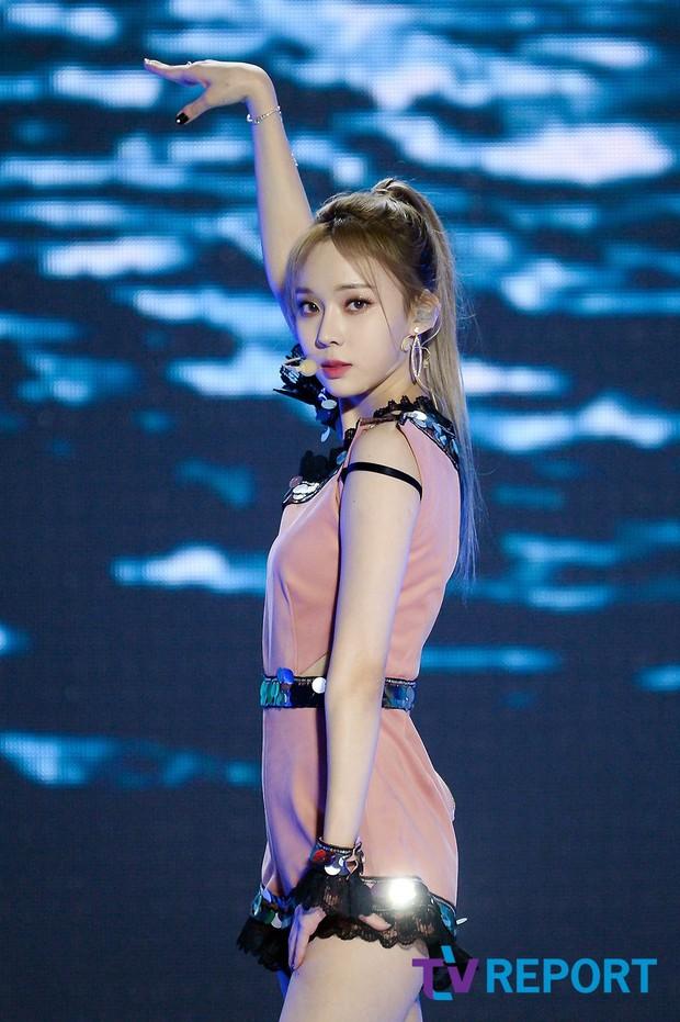 """Girlgroup tân binh kế thừa SNSD - Red Velvet bị """"bóc trần"""" nhan sắc ở SBS Gayo Daejun: Có """"cân"""" được trang phục thảm họa? - Ảnh 9."""