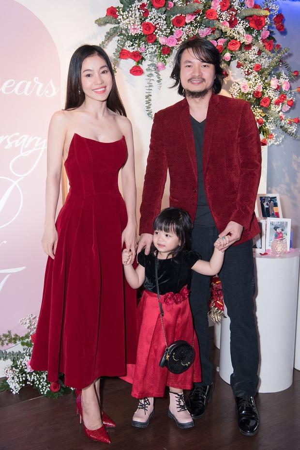 """Tiệc kỷ niệm 5 năm cưới đỏ rực của Á hậu Diễm Trang và chồng đại gia: Cả dàn hậu đình đám góp mặt, chủ tiệc khoe body """"căng đét"""" - Ảnh 7."""