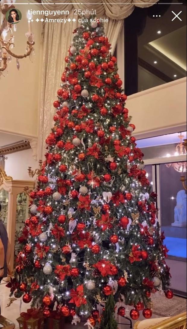 """Xỉu ngang với tiệc Noel toàn """"mùi tiền"""" của nhà hào môn Hà Tăng: Sang trọng đến từng chi tiết, cả gia đình tỷ phú khí chất ngút trời - Ảnh 11."""