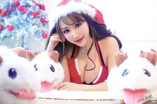 Những màn hóa thân Bà già Noel nóng bỏng khiến người xem mất ăn, mất ngủ của các nữ streamer sexy hàng đầu Trung Quốc - Ảnh 1.