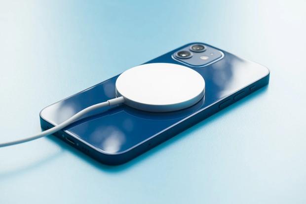Những lý do sẽ khiến bạn suy nghĩ lại khi có ý định mua MagSafe cho iPhone 12 - Ảnh 1.