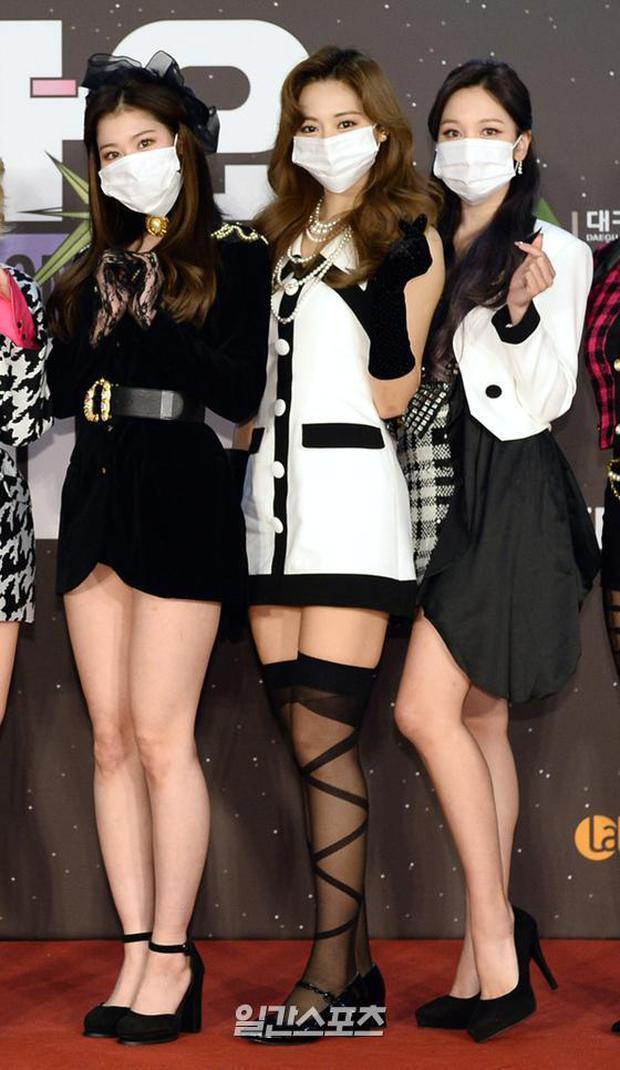 Thảm đỏ SBS Gayo Daejun 2020: aespa tiếp tục là thảm họa thời trang, RM (BTS) diện đồ thùng thình như... mượn của bố - Ảnh 5.