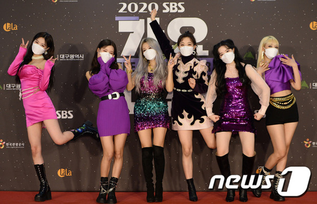 Thảm đỏ SBS Gayo Daejun 2020: aespa tiếp tục là thảm họa thời trang, RM (BTS) diện đồ thùng thình như... mượn của bố - Ảnh 9.